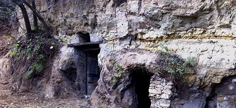 Bio Agriturismo Olistico Valle dei Calanchi. La grotta del Brigante